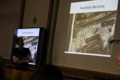 Výskumy na trase diaľnice odkryli aj viaceré tzv. dlhé domy z obdobia najstarších roľníkov u nás (neolit).