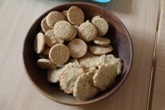 Sušienkami z múky, masla a medu (na obrázku nižšie) by iste neohrdol žiaden hladný bojovník.