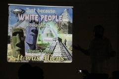 """V súvislosti s pyramídami Mayov sa dostalo aj na mimozemšťanov ;-) """"Len preto, že to beloch nevie urobiť, neznamená, že to boli mimozemšťania"""""""